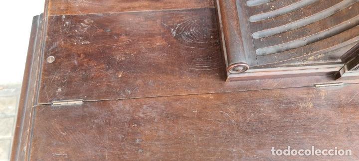 Antigüedades: ARCÓN DE NOVIA CATALÁN DE ESTILO CASSONE. MADERA DE NOGAL TALLADA. SIGLO XVIII. - Foto 6 - 253438390