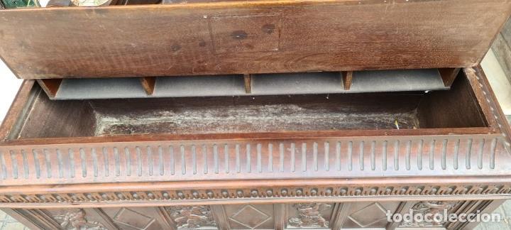 Antigüedades: ARCÓN DE NOVIA CATALÁN DE ESTILO CASSONE. MADERA DE NOGAL TALLADA. SIGLO XVIII. - Foto 29 - 253438390