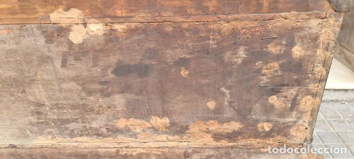 Antigüedades: ARCÓN DE NOVIA CATALÁN DE ESTILO CASSONE. MADERA DE NOGAL TALLADA. SIGLO XVIII. - Foto 34 - 253438390