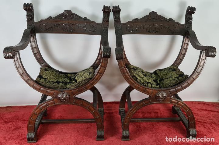 PAREJA DE SILAS JAMUGA. MADERA DE NOGAL TALLADO. ESTILO BARROCO. SIGLO XIX. (Antigüedades - Muebles Antiguos - Sillas Antiguas)