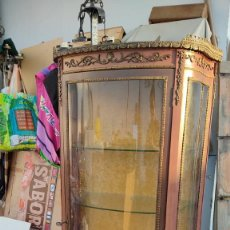 Antigüedades: VITRINA ESTILO INPERIO. Lote 253457540