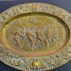 Antigüedades: BANDEJA DE COBRE REPUJADO A MANO - ESCENA DON QUIJOTE - MANTEAMIENTO DE SANCHO S. XIX. Lote 253518735