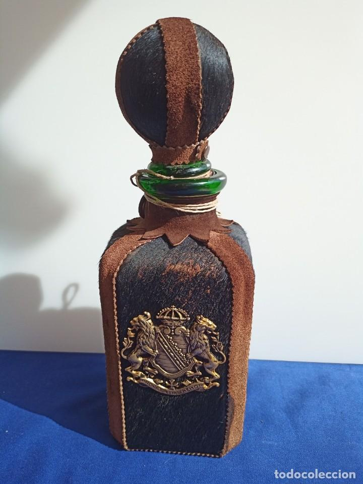 DECANTADOR PROVIDENTIAE MEMOR VINTAGE DE CUERO Y PIEL DE OSO (Antigüedades - Cristal y Vidrio - Italiano)