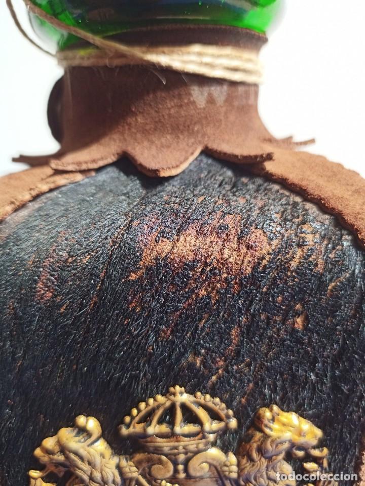 Antigüedades: Decantador Providentiae Memor Vintage de cuero y piel de oso - Foto 2 - 253523290