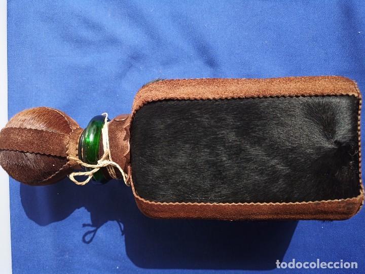 Antigüedades: Decantador Providentiae Memor Vintage de cuero y piel de oso - Foto 3 - 253523290