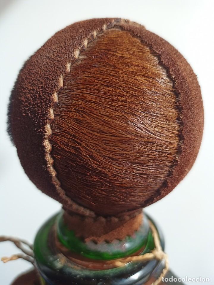 Antigüedades: Decantador Providentiae Memor Vintage de cuero y piel de oso - Foto 7 - 253523290
