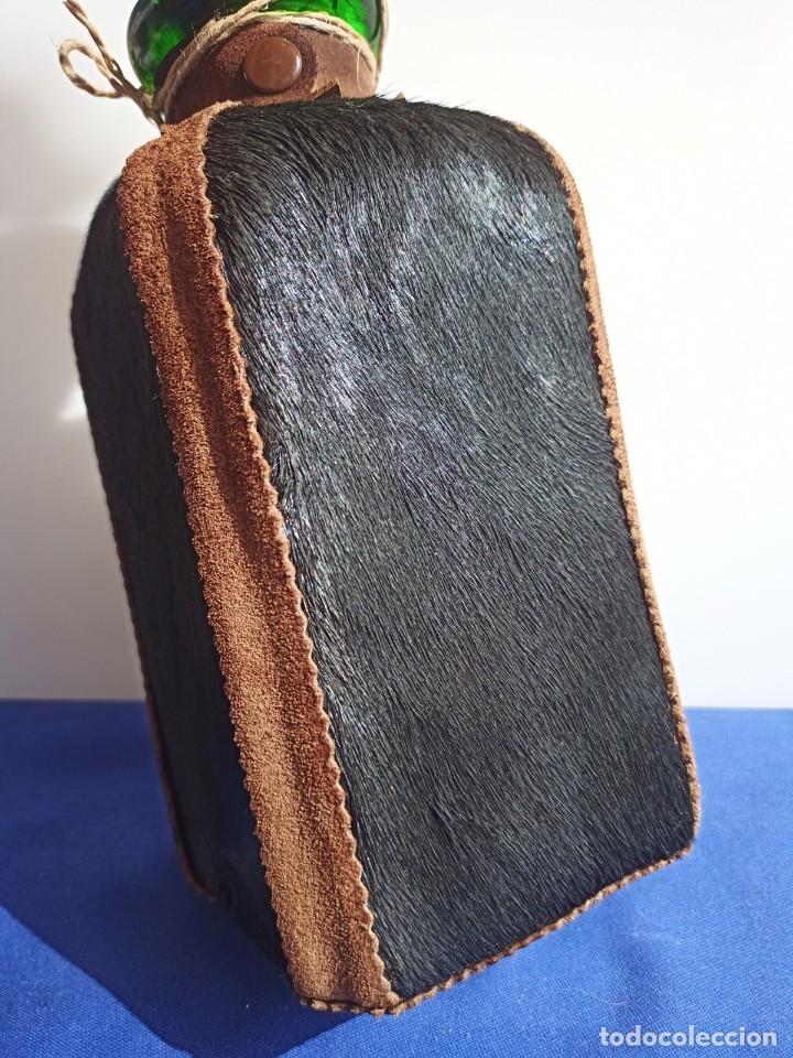Antigüedades: Decantador Providentiae Memor Vintage de cuero y piel de oso - Foto 16 - 253523290