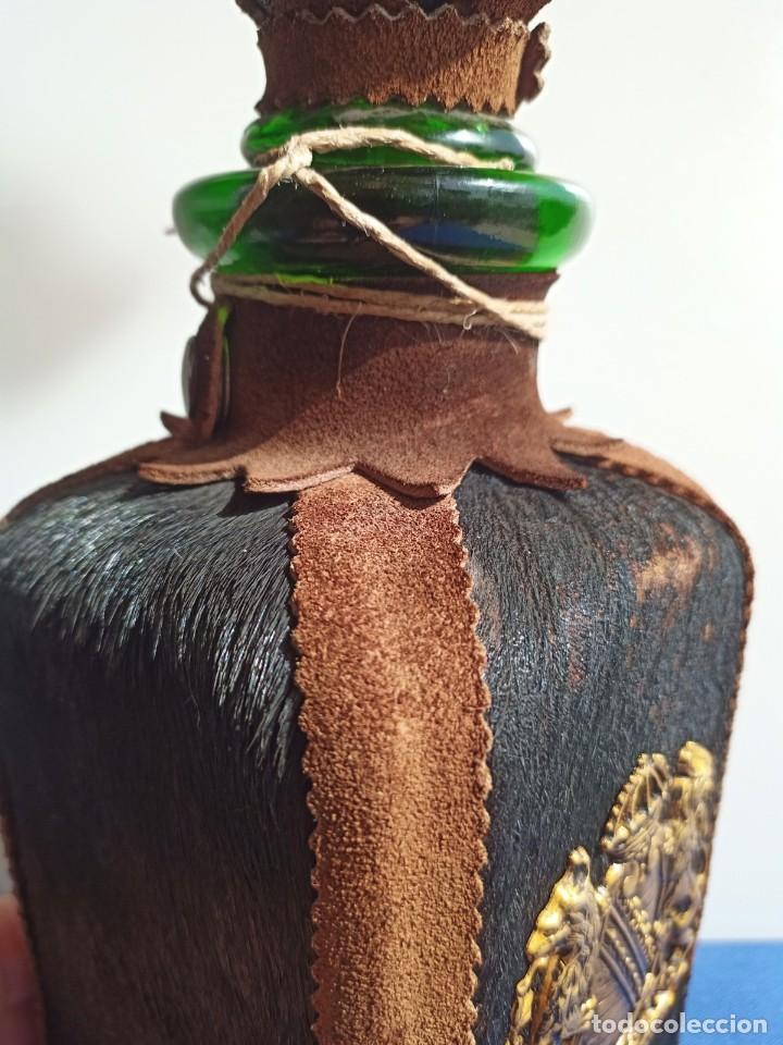 Antigüedades: Decantador Providentiae Memor Vintage de cuero y piel de oso - Foto 17 - 253523290