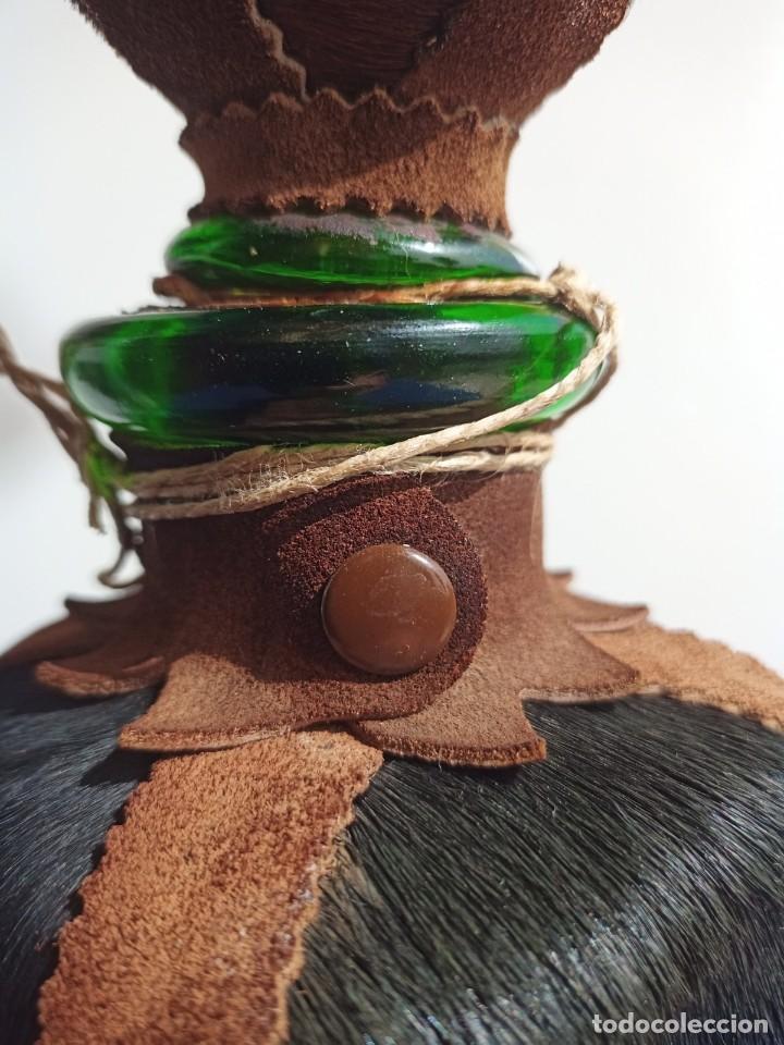 Antigüedades: Decantador Providentiae Memor Vintage de cuero y piel de oso - Foto 18 - 253523290