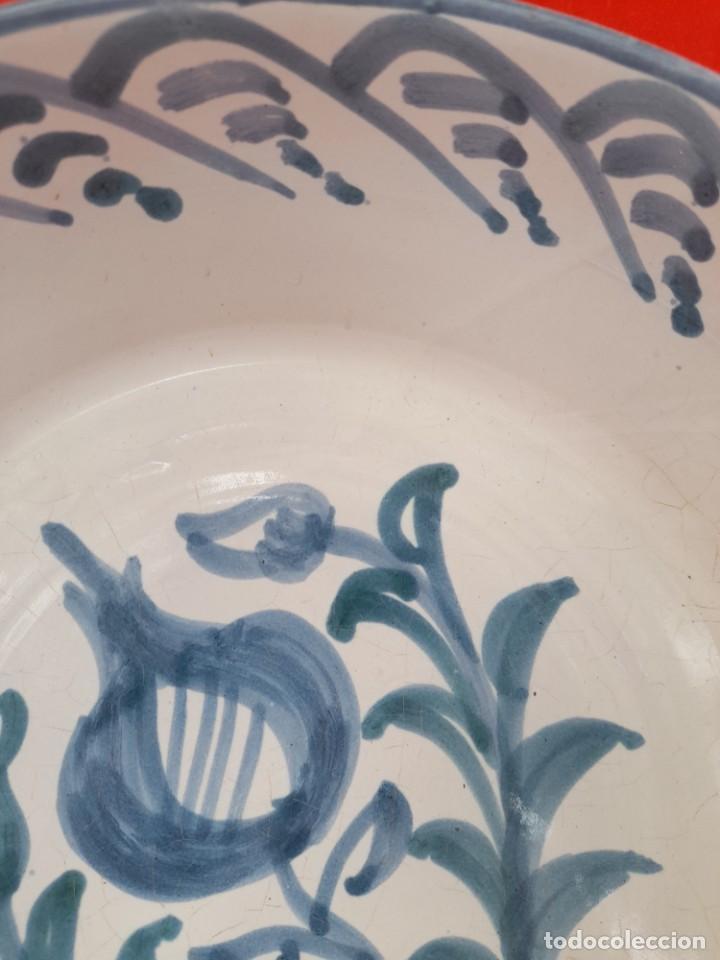 Antigüedades: Gran fuente o lebrillo de ceramica Granada fajalauza primera mitad siglo xx - Foto 4 - 253523810