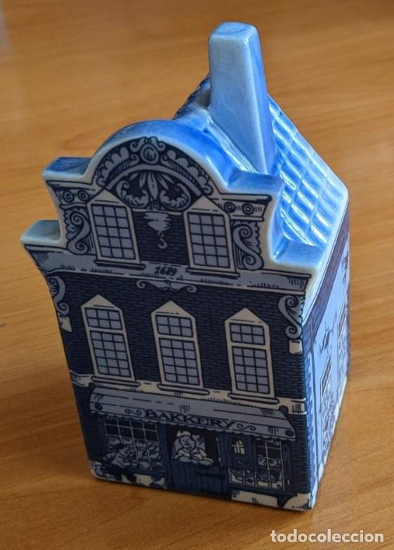 Antigüedades: Hucha casa de cerámica azul de Delft (Holanda). Pintada a mano. - Foto 2 - 253553605