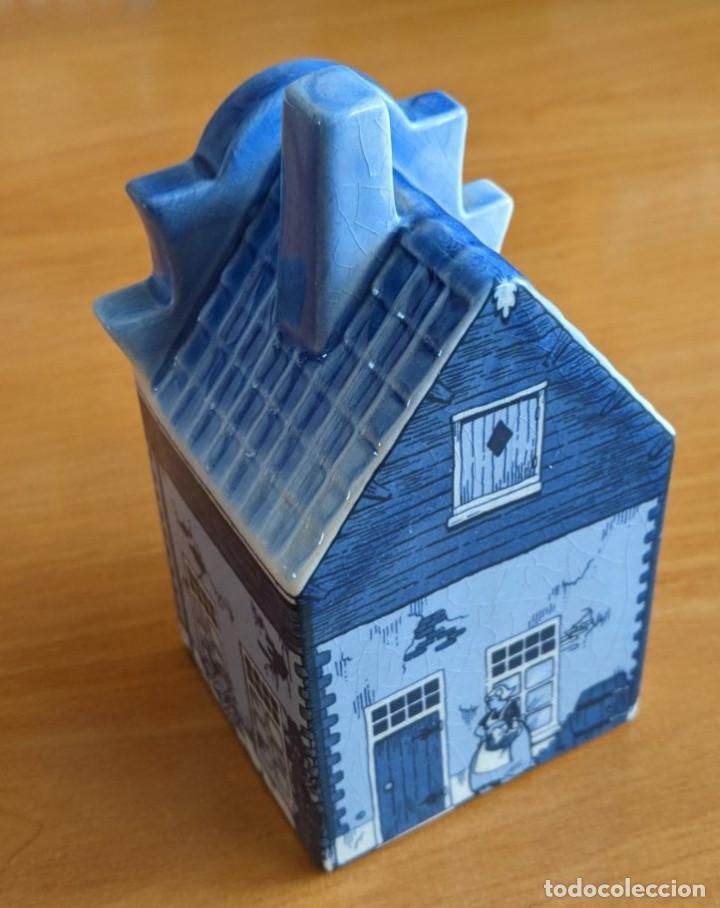 Antigüedades: Hucha casa de cerámica azul de Delft (Holanda). Pintada a mano. - Foto 4 - 253553605