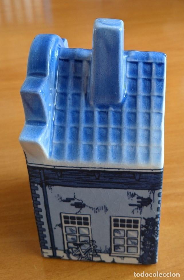 Antigüedades: Hucha casa de cerámica azul de Delft (Holanda). Pintada a mano. - Foto 5 - 253553605