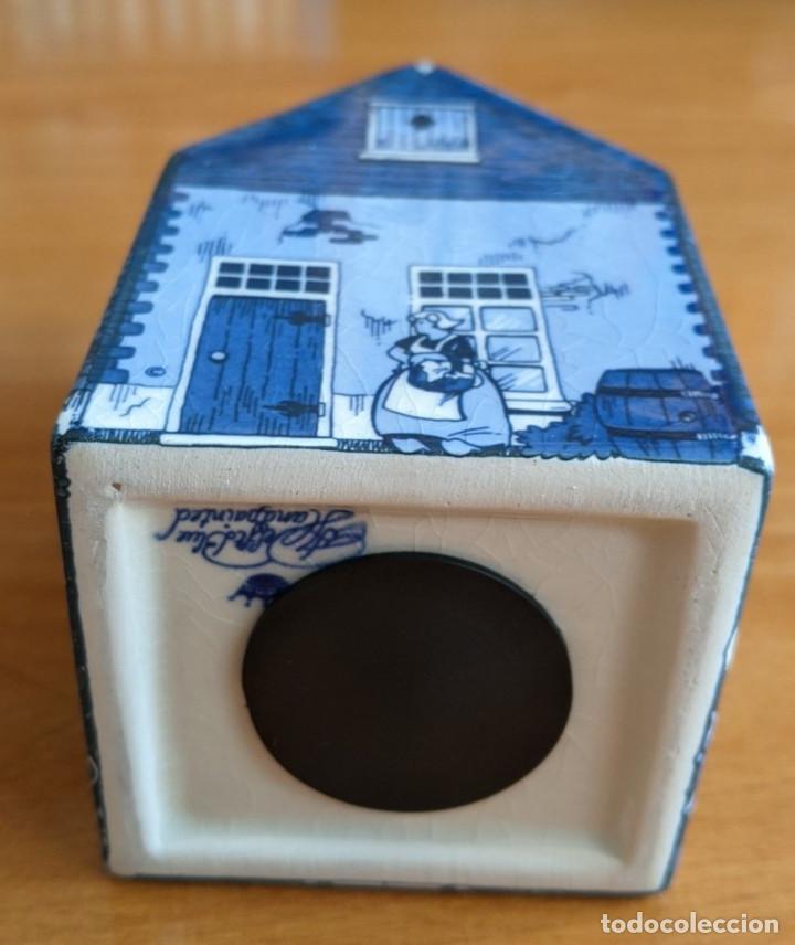 Antigüedades: Hucha casa de cerámica azul de Delft (Holanda). Pintada a mano. - Foto 7 - 253553605
