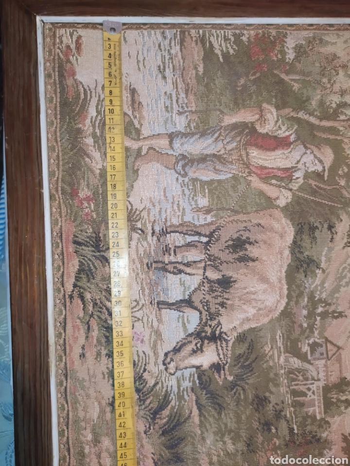 Antigüedades: ANTIGUO TAPIZ ENMARCADO ESCENA PASTORES VACA CHICO CHICA LAGO BOSQUE MONTAÑA PRECIOSO - Foto 12 - 253554005