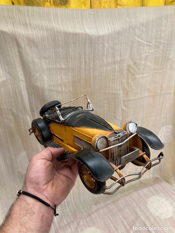 Antigüedades: Bonito coche decorativo de hojalata! - Foto 3 - 253559120