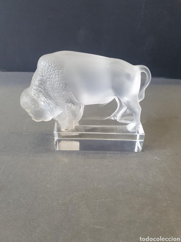LALIQUE BISONTE PISAPAPELES (Antigüedades - Cristal y Vidrio - Lalique )