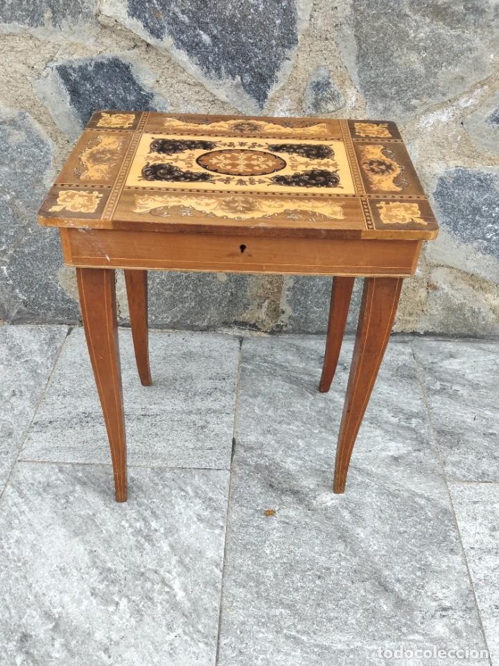 Antigüedades: Preciosa mesa joyero de madera con marquetería, musical. llave original. - Foto 2 - 253616815