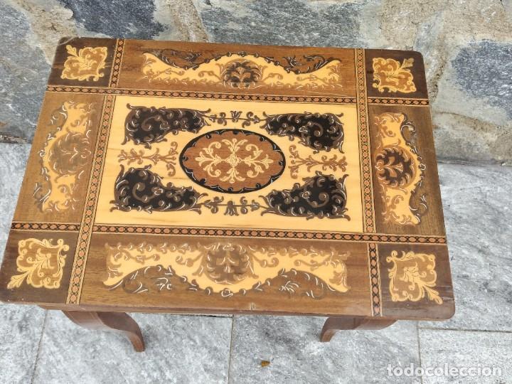 Antigüedades: Preciosa mesa joyero de madera con marquetería, musical. llave original. - Foto 3 - 253616815