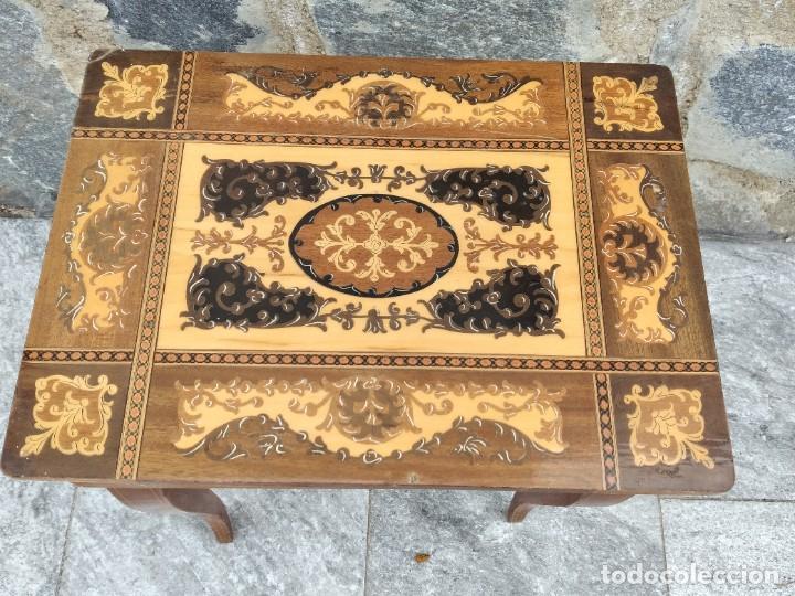 Antigüedades: Preciosa mesa joyero de madera con marquetería, musical. llave original. - Foto 4 - 253616815