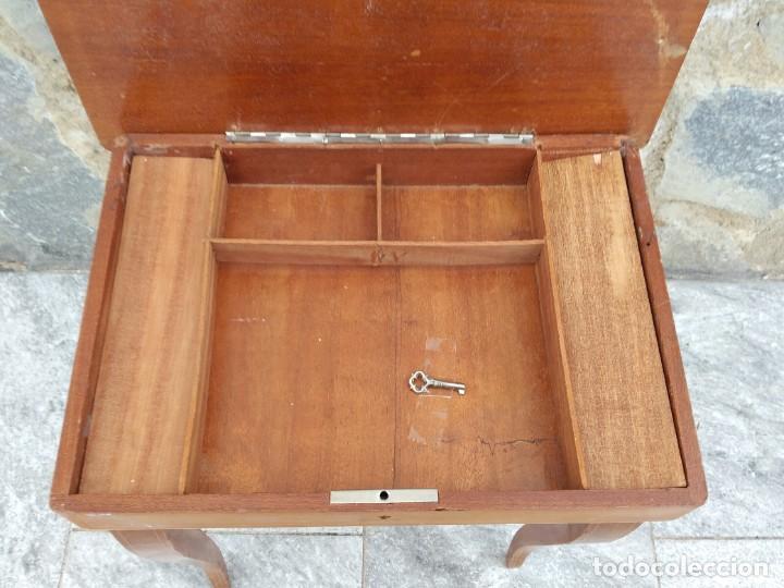 Antigüedades: Preciosa mesa joyero de madera con marquetería, musical. llave original. - Foto 6 - 253616815