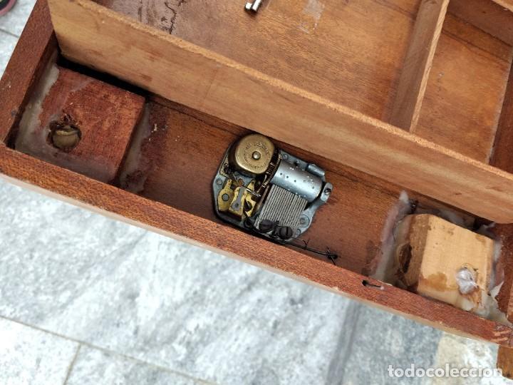 Antigüedades: Preciosa mesa joyero de madera con marquetería, musical. llave original. - Foto 8 - 253616815