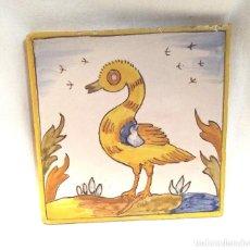Antigüedades: PATO AZULEJO CATALÁN DE ARTES Y OFICIOS SERIE ANIMALES AVES. Lote 253690280