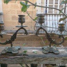 Antiguidades: PAREJA CANDELABROS CANDELEROS DOBLES PARA VELAS SANTO VIRGEN CAPILLA METAL DORADO. Lote 253692190