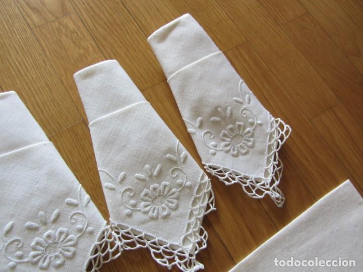 Antigüedades: Magnifico mantel grande de hilo bordado con muchos adornos de frivolité + 12 servilletas a juego - Foto 24 - 253830295