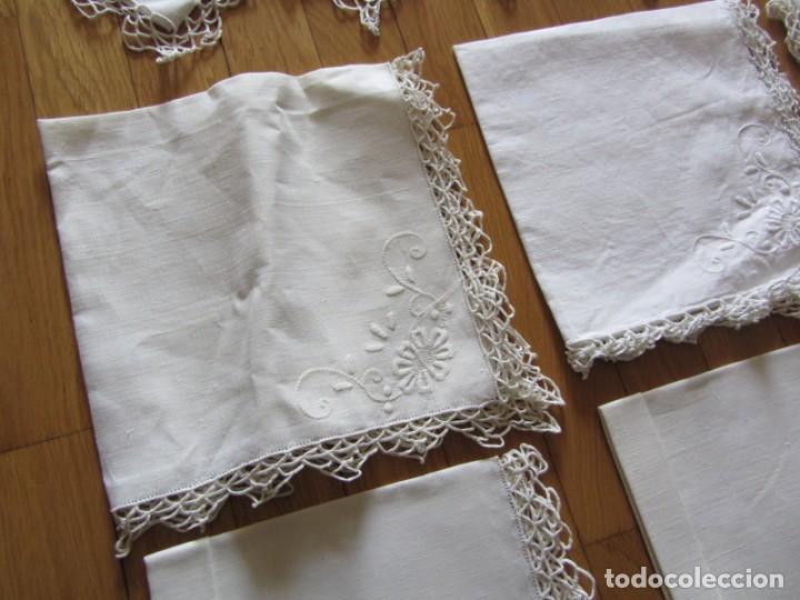 Antigüedades: Magnifico mantel grande de hilo bordado con muchos adornos de frivolité + 12 servilletas a juego - Foto 25 - 253830295