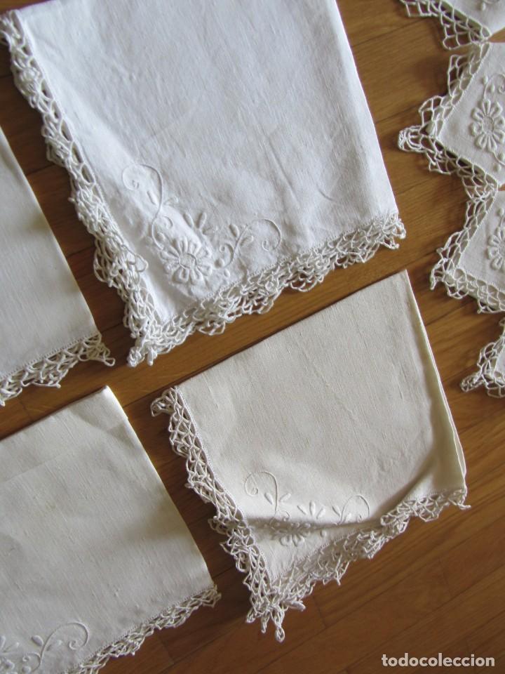 Antigüedades: Magnifico mantel grande de hilo bordado con muchos adornos de frivolité + 12 servilletas a juego - Foto 26 - 253830295