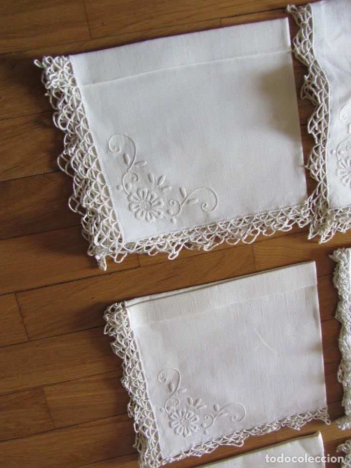 Antigüedades: Magnifico mantel grande de hilo bordado con muchos adornos de frivolité + 12 servilletas a juego - Foto 27 - 253830295
