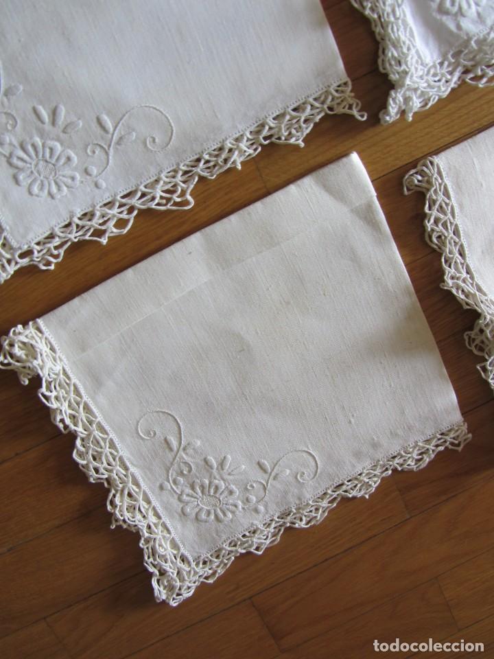 Antigüedades: Magnifico mantel grande de hilo bordado con muchos adornos de frivolité + 12 servilletas a juego - Foto 28 - 253830295