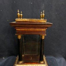 Antigüedades: HORNACINA O CAPILLITA DE MADERS CON DECORACIONES EN BRONCE CON SECRETER EN PARTE SUPERIOR. Lote 253914970