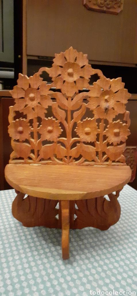 Antigüedades: Mensula o repisa tallada en madera, Made in India, plegable, 38 x 25 cm - Foto 2 - 253919105