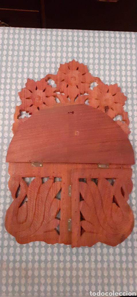 Antigüedades: Mensula o repisa tallada en madera, Made in India, plegable, 38 x 25 cm - Foto 9 - 253919105