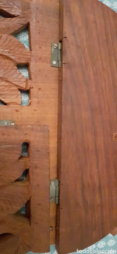 Antigüedades: Mensula o repisa tallada en madera, Made in India, plegable, 38 x 25 cm - Foto 10 - 253919105