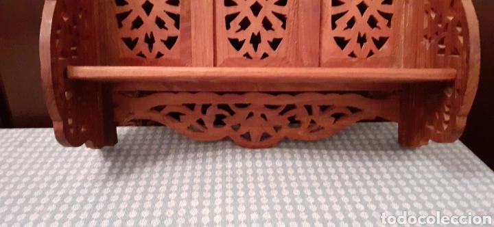 Antigüedades: Mueble Repisa tallada en madera, de la India es plegable, 40x38x15 cm de fondo - Foto 4 - 253920615