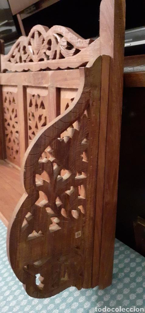 Antigüedades: Mueble Repisa tallada en madera, de la India es plegable, 40x38x15 cm de fondo - Foto 8 - 253920615