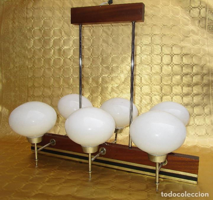 ELEGANTISIMA LAMPARA MIDCENTURY EN TEKA LATON Y TULIPAS OPALINAS (Antigüedades - Iluminación - Lámparas Antiguas)