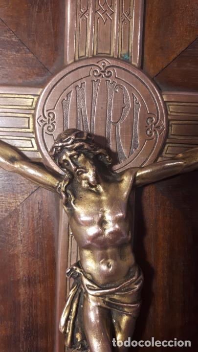 Antigüedades: Crucifijo y pila benditera. - Foto 6 - 254085970