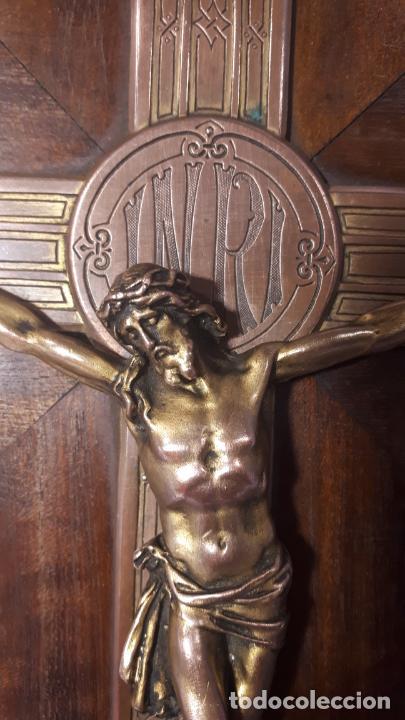 Antigüedades: Crucifijo y pila benditera. - Foto 10 - 254085970