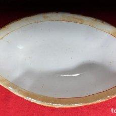 Antigüedades: PLATO ANTIGUO SALSERA DE PICKMAN LA CARTUJA SEVILLA DE 20 CMS. DE LARGO X 11 DE ANCHO COLOR NARANJA. Lote 254090035