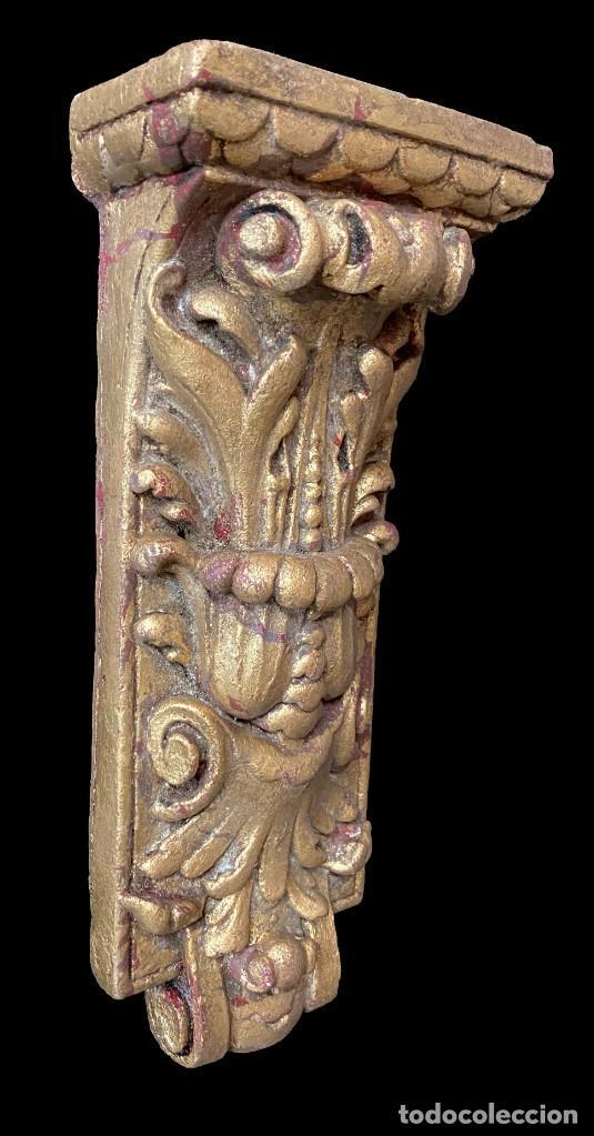 Antigüedades: Antigua ménsula, repisa, pedestal, columna de estuco antiguo, dorada. XIX. 34x15x7 - Foto 2 - 254103060