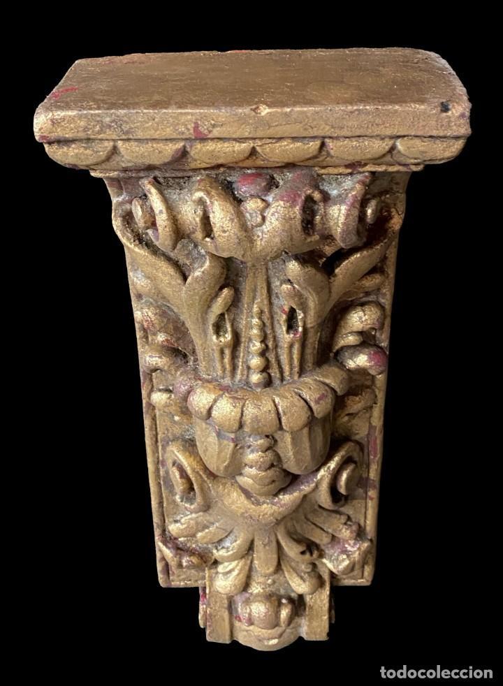 Antigüedades: Antigua ménsula, repisa, pedestal, columna de estuco antiguo, dorada. XIX. 34x15x7 - Foto 4 - 254103060