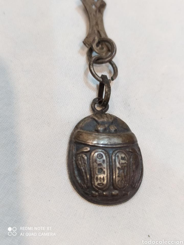 Antigüedades: Antiguo llavero de plata de ley siglo XIX.. Con forma de Mariquita y grabados egipcios pieza única - Foto 3 - 254191240