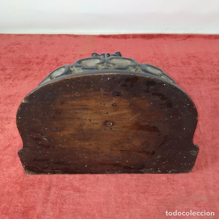 Antigüedades: PEANA DE PARED. MADERA TALLADA Y TEÑIDA. ESPAÑA. SIGLO XIX - Foto 3 - 254199230