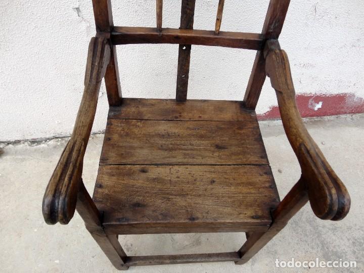 Antigüedades: Antiquisimo Sillon de barbero Siglo XVIII en madera de nogal , ideal museo etnografico o Barberia - Foto 5 - 254220195