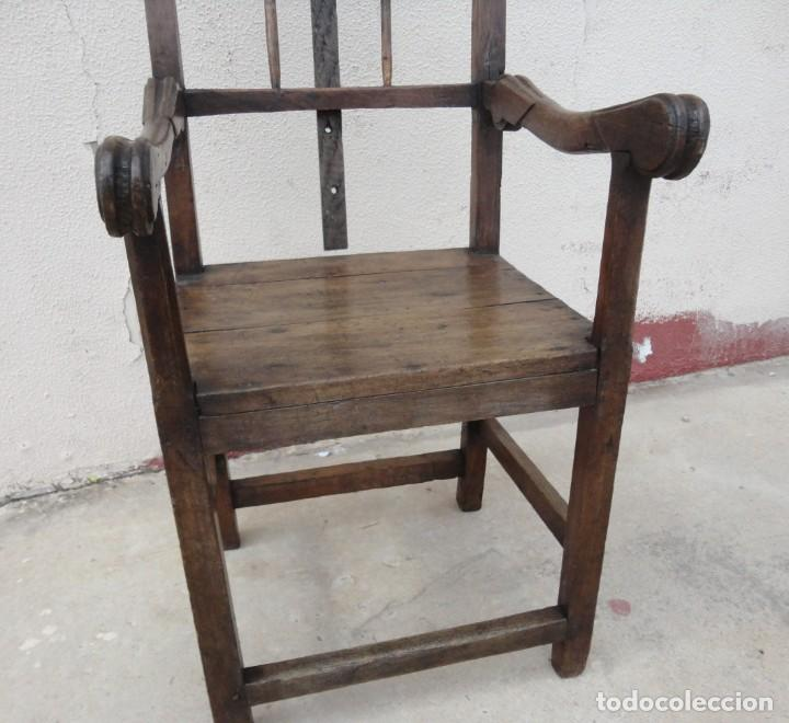 Antigüedades: Antiquisimo Sillon de barbero Siglo XVIII en madera de nogal , ideal museo etnografico o Barberia - Foto 6 - 254220195