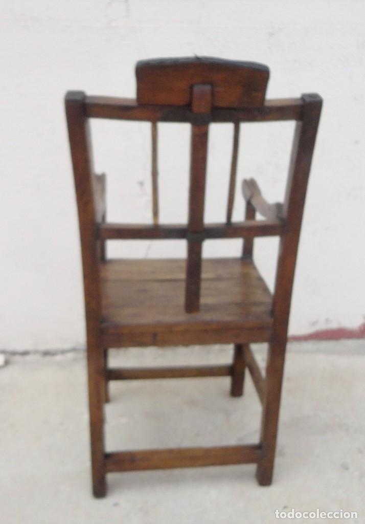 Antigüedades: Antiquisimo Sillon de barbero Siglo XVIII en madera de nogal , ideal museo etnografico o Barberia - Foto 13 - 254220195